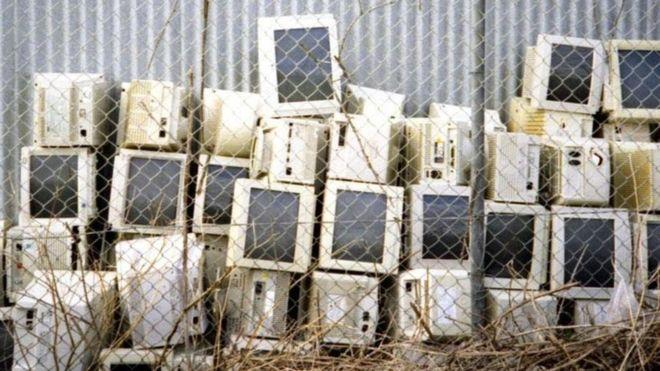 """Obsolescencia programada: ¿realmente """"conspiran"""" las empresas tecnológicas para hacer productos que duren poco?"""