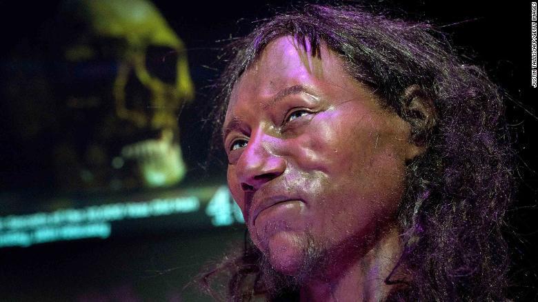 Los primeros habitantes de Gran Bretaña tenían la piel oscura