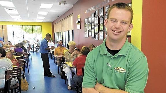 El chico con Síndrome de Down que creó el restaurante más feliz del mundo