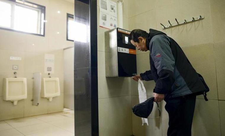 Reconocimiento facial para ahorrar papel higiénico en los baños chinos