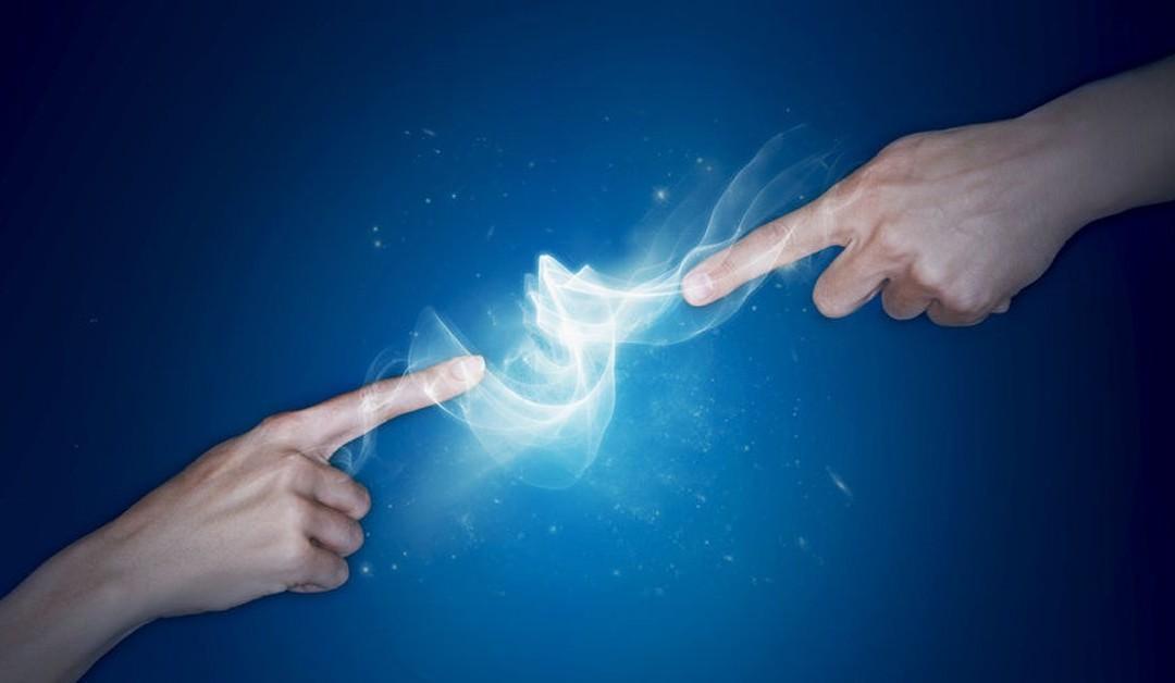 ¿Por qué a veces nos dan descargas eléctricas cuando saludamos a alguien?