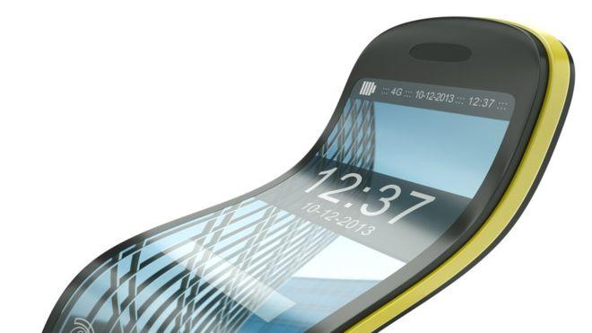 """Qué son los """"celulares flexibles"""" y por qué los gigantes de la telefonía compiten por ellos"""