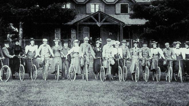La bicicleta, el invento que empoderó a las mujeres, liberó a los pobres y dio inicio a una revolución manufacturera