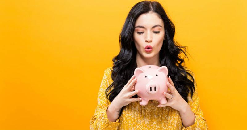 Por qué ahorrar no es la clave para aumentar su dinero (y qué opciones son más efectivas)