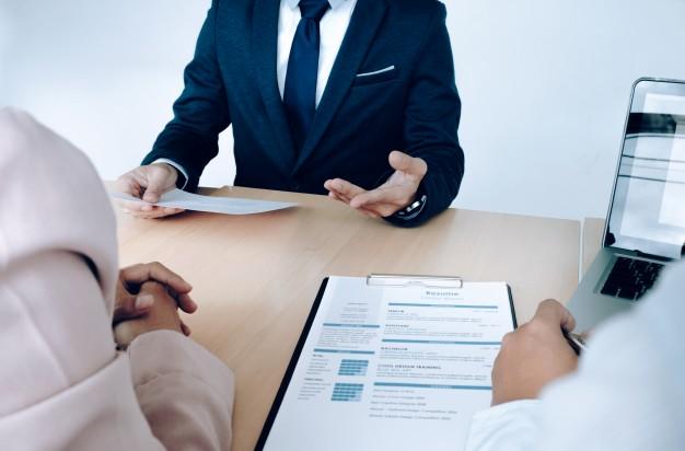 Cuatro tips para su entrevista de trabajo, según la edad de su reclutador
