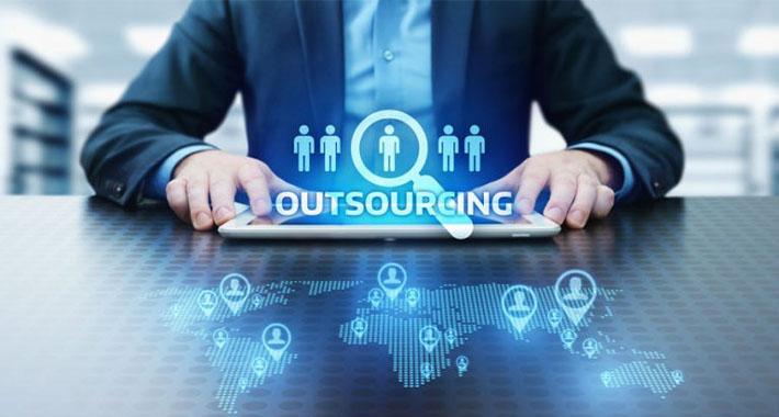 ¿Qué es el outsourcing y cómo funciona?