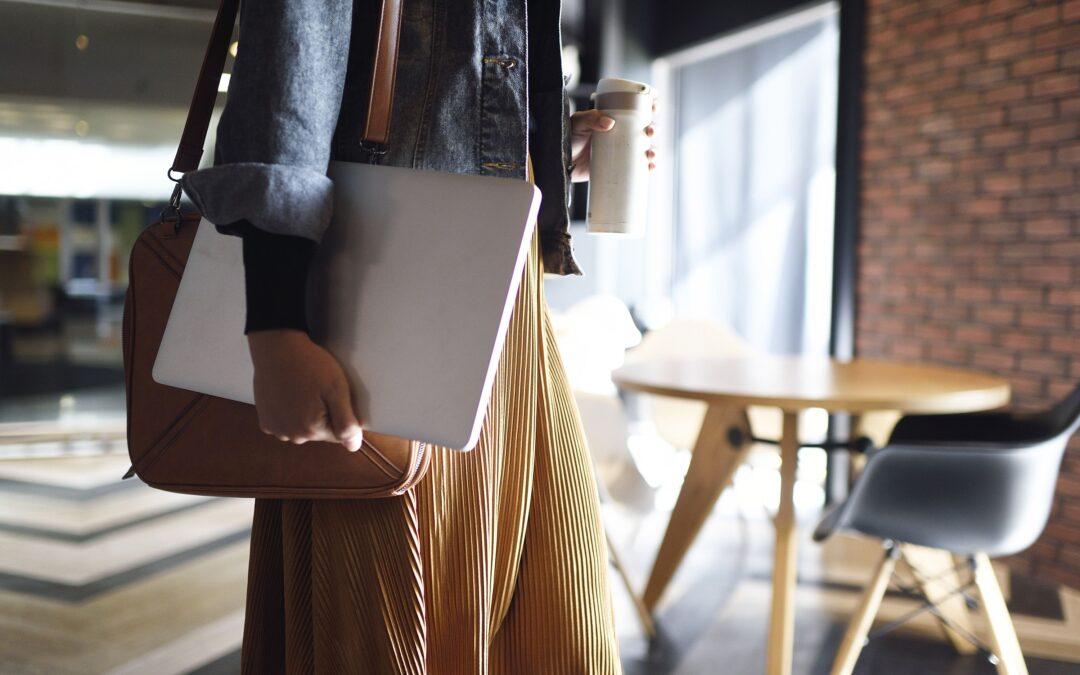 El lugar de trabajo híbrido: involucrar a la fuerza laboral pospandémica en empresas medianas